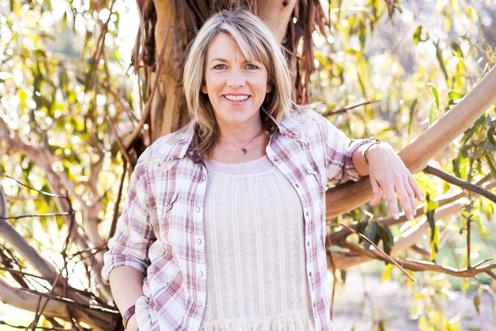 Rachael is a mother, regenerative agriculturalist and author. - She was born in Hobart and educated at Universities in Orange and Bathurst. Her latest book, White Horses is her seventh novel.