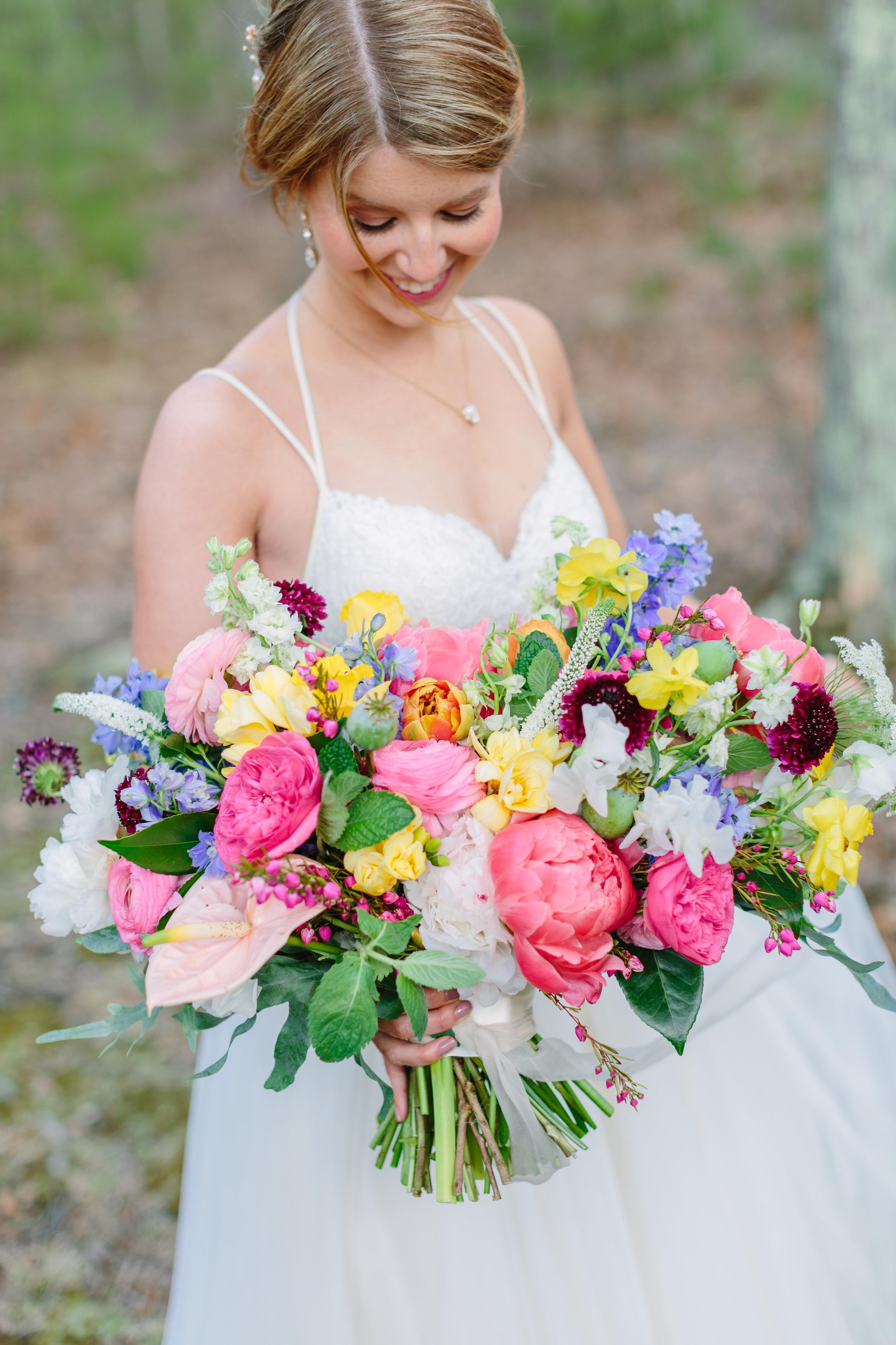 bright_floral_wedding_bouquet.jpg