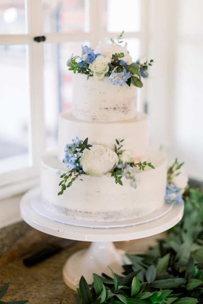3tier_white_wedding_cake_with_flowers
