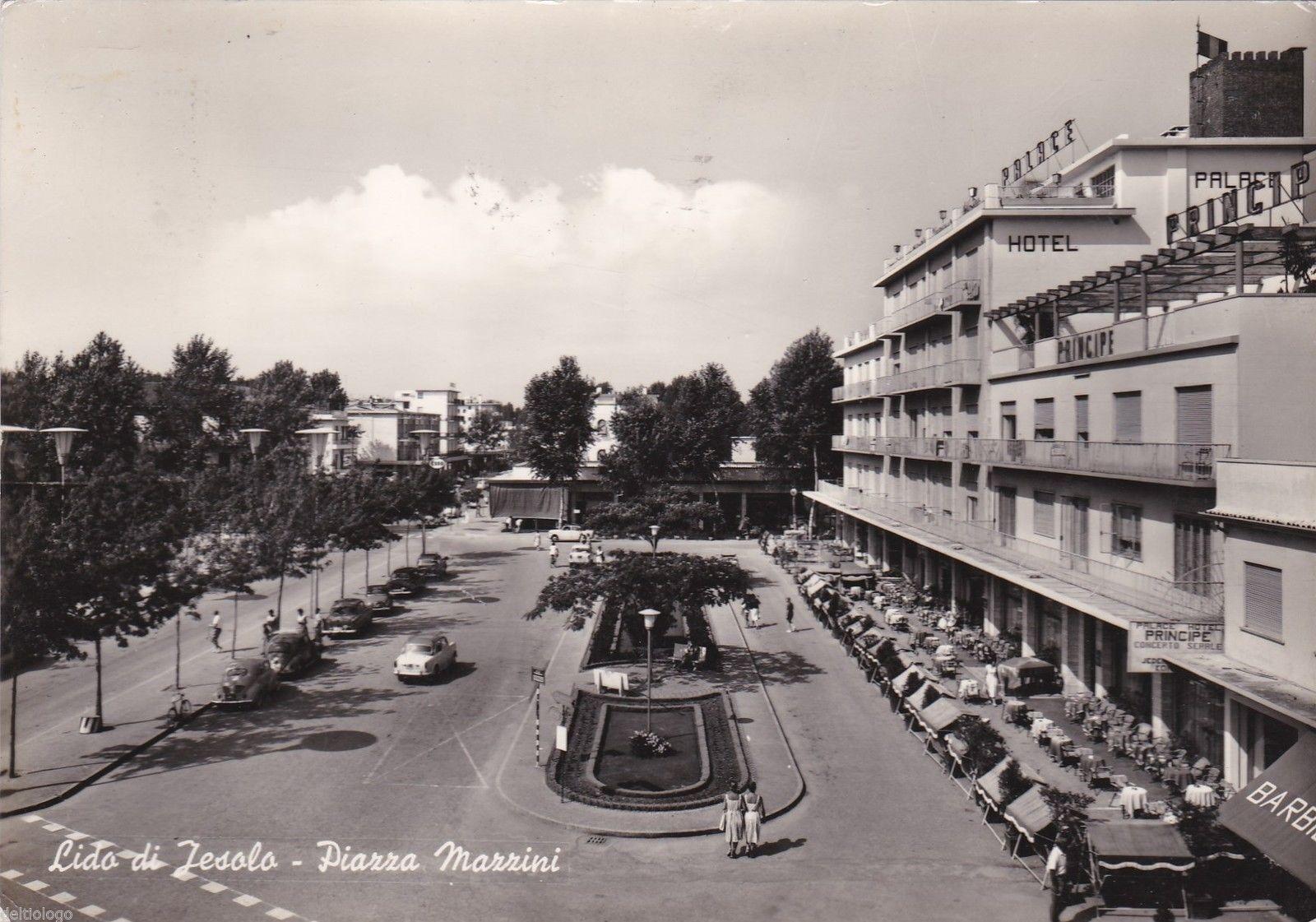 Jesolo-Lido-Piazza-Mazzini.jpg