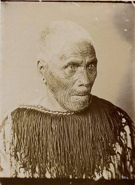 Wi Te Manewha worked with other Rangatira to maintain control of the Wellington coastline.  He was one of the few Rangatira that did not convert to Christianity.  Pākehā artists and museums benefited from using Wi Te Manewha's lifemask to create wax models for display and profit.