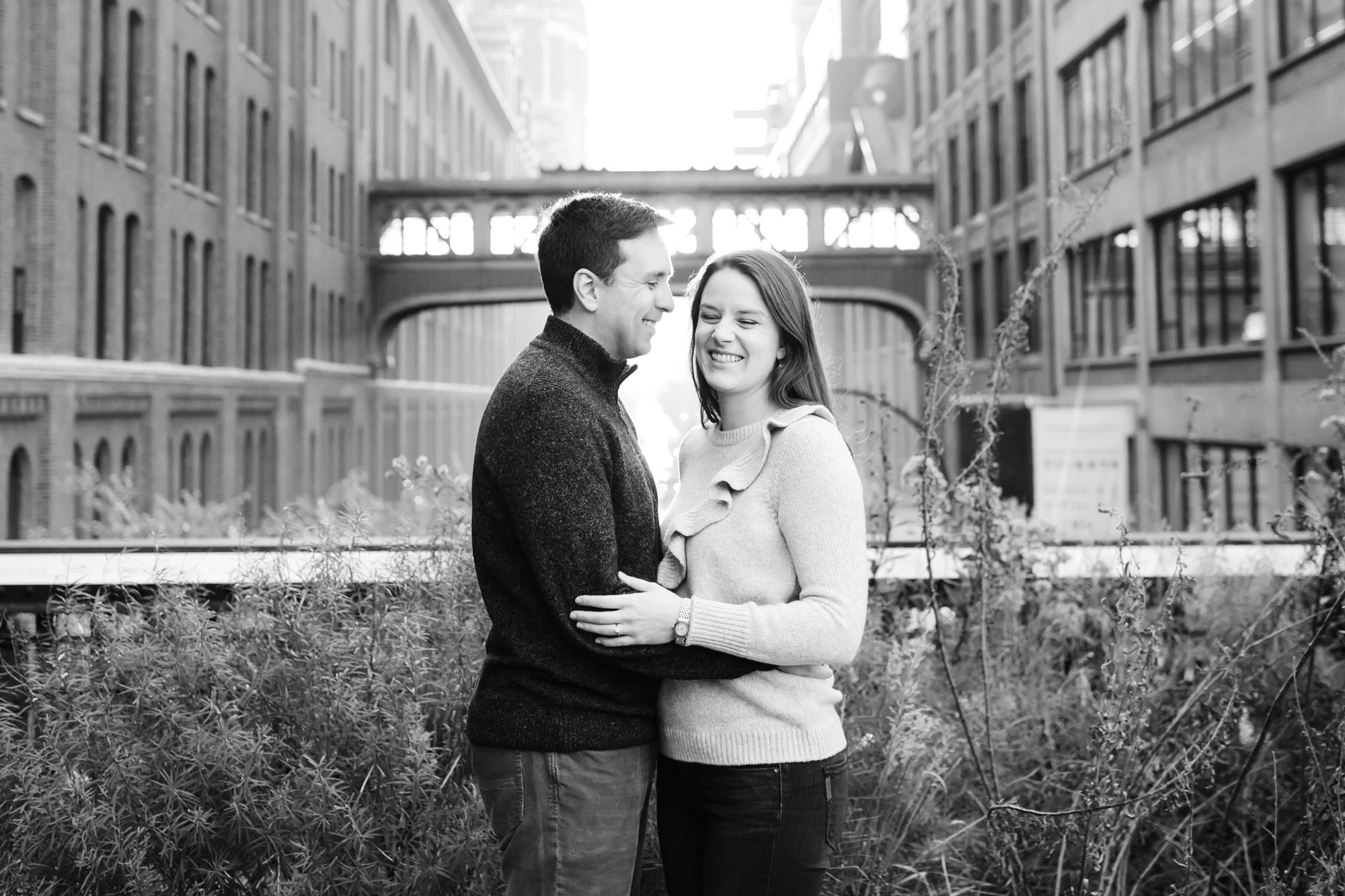 05_Sarah_Rob_The_Highline_New_York_City_Engagement_Photos_041.jpg