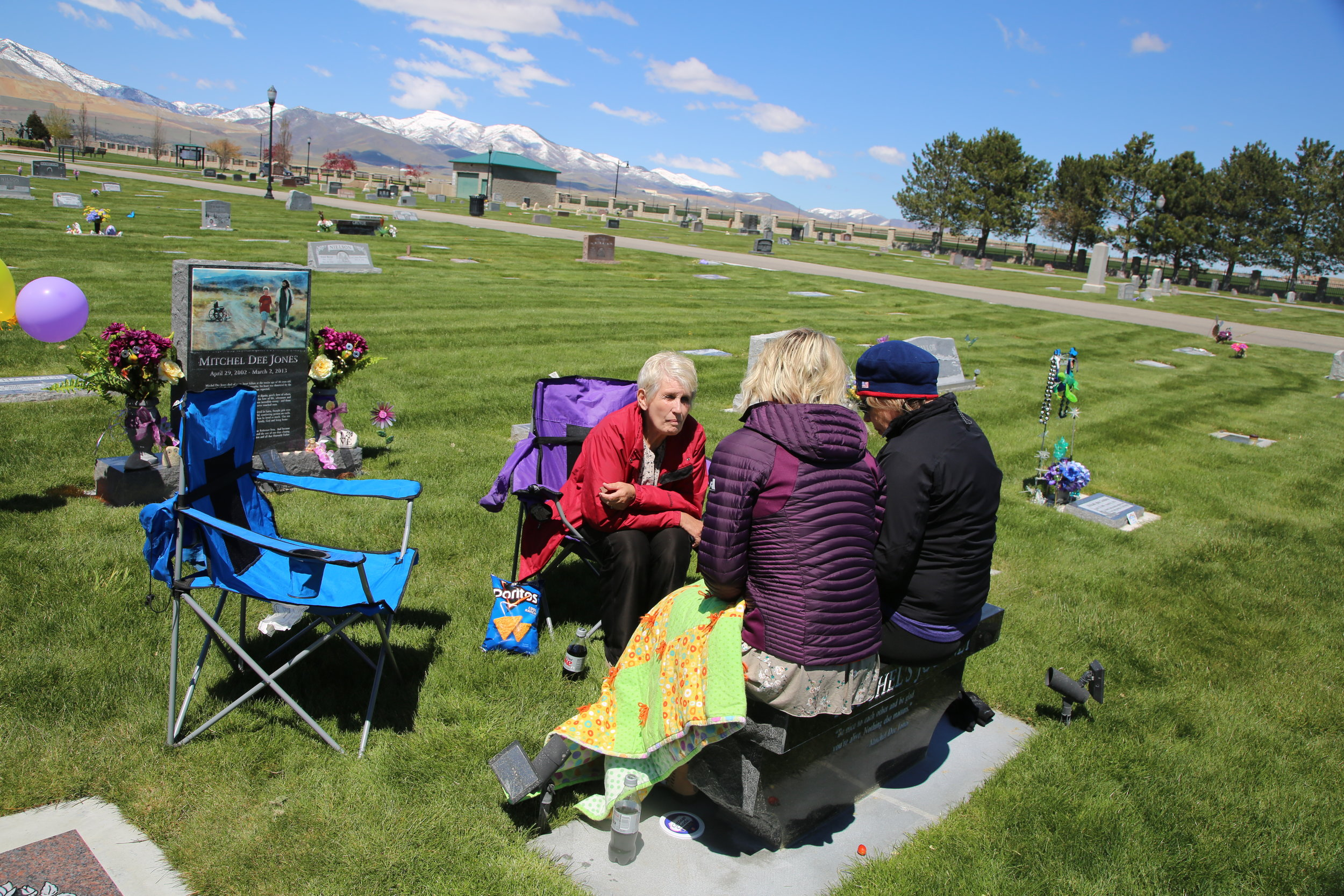 Natalie met her mother and sister for a picnic at Mitchell's place of rest today.