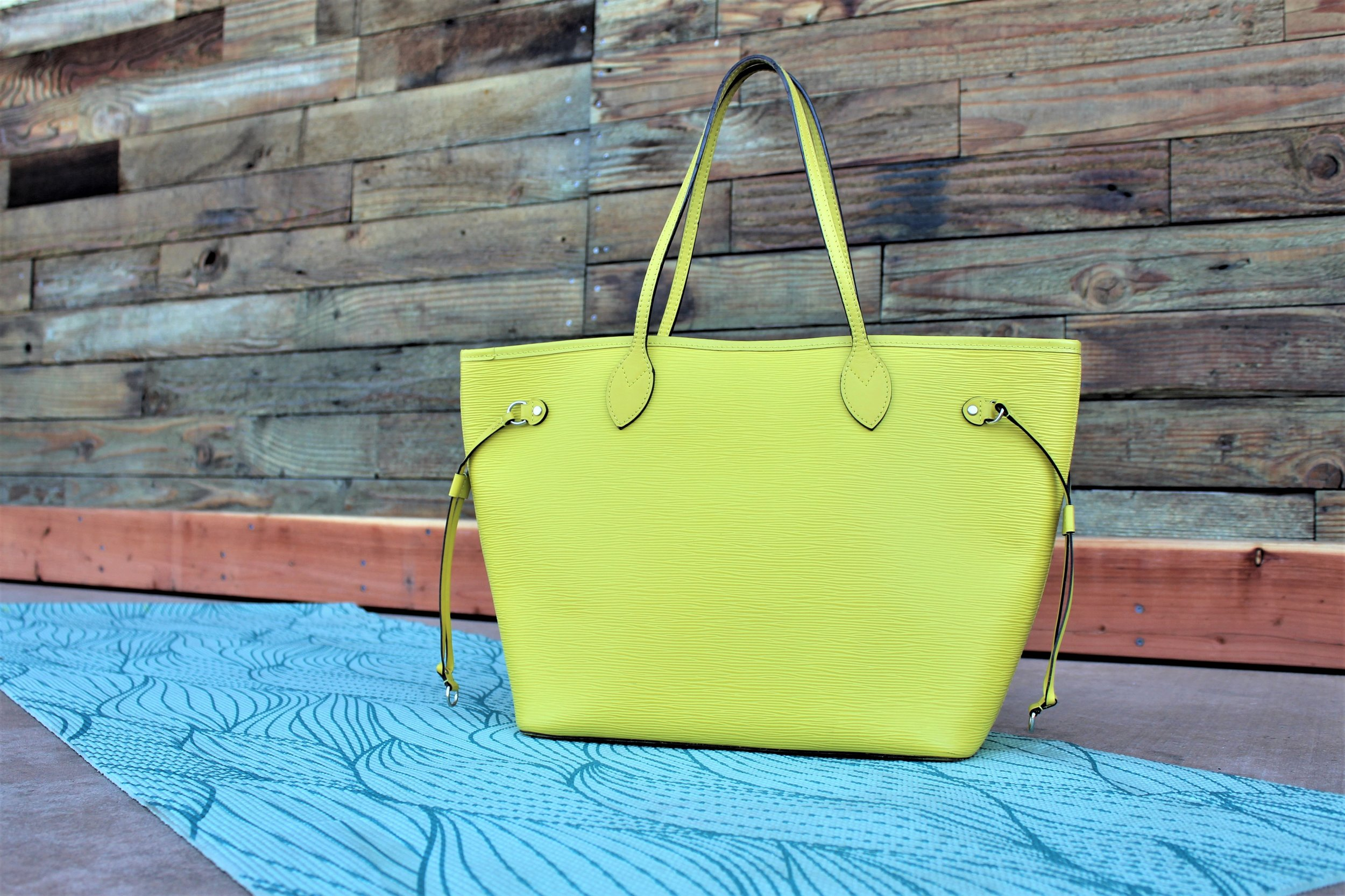 LV-Neverfull-in-Lime-Epi-Leather.JPG