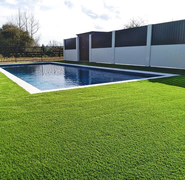 The finishing touch 👌🏼 an amazing natural and fresh look. Perfect and permanent grass forever. ||NO MAINTENANCE || #GLG #luscious #perfection #nomaintenance #hamilton #waikato #artificialgrass #unreal #certified #ecofriendly