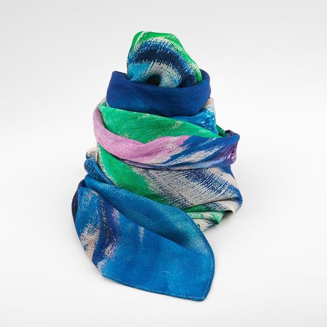 """In 1908 Edvard Munch painted """"Waves"""". 109 years later you can wear it around your neck✨ #scarf #bymunch #edvardmunch #bamboofabric #sjal #skjerf #productdesign #fabricdesign #productphotography #norskdesign #norwegiandesign #minmote #fashion #mote"""