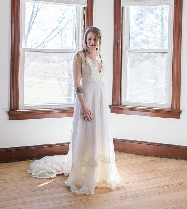 This redesigned vintage gown is now 20% off! Size M/L . . . #vintagebridal #weddinginspiration #vintagebride #ethicalwedding #ethicalbride #sustainablebridal #sustainablefashion #bohoweddingdress #vintageweddingdress