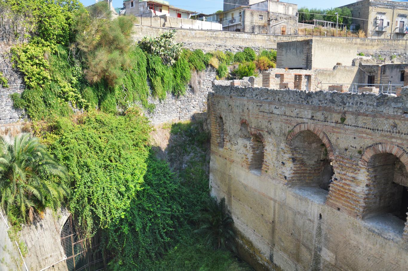 Herculaneum defensive walls