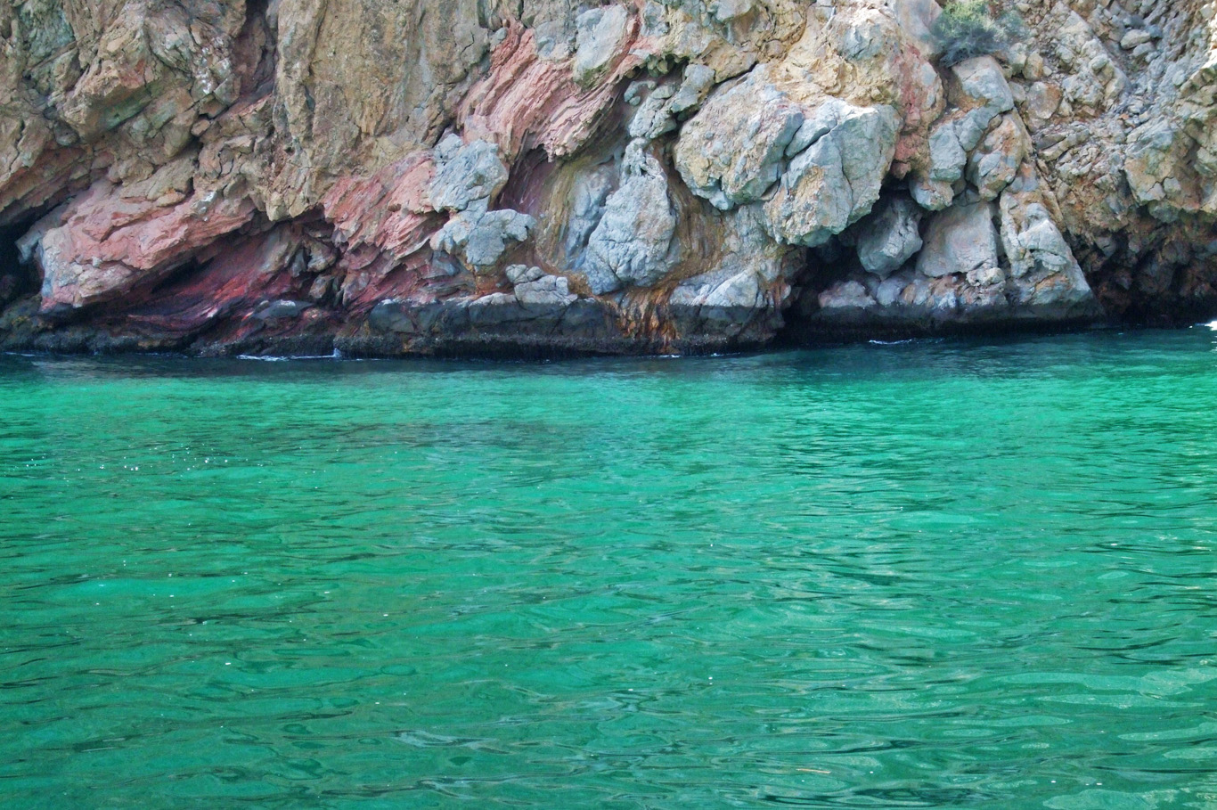 Turquoise waters in the Gulf of Oma