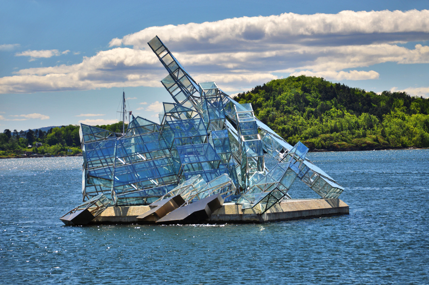 """Glass boat"" in Oslo"