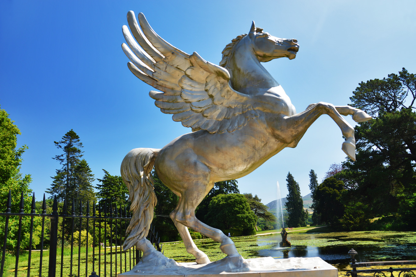 A sculpture of a horse at the Triton lake