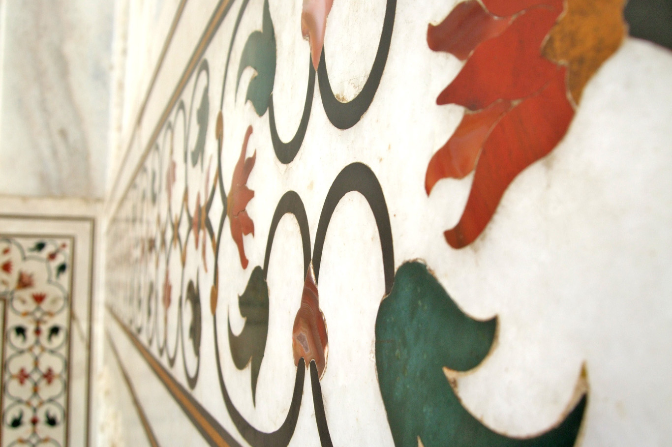 Taj Mahal - The wall decorated with colorful gems