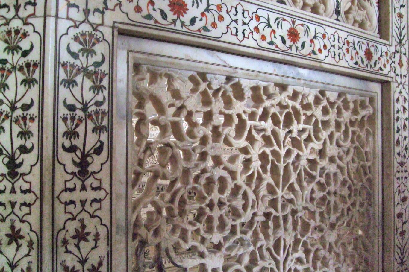 Taj Mahal - Inside the mausoleum