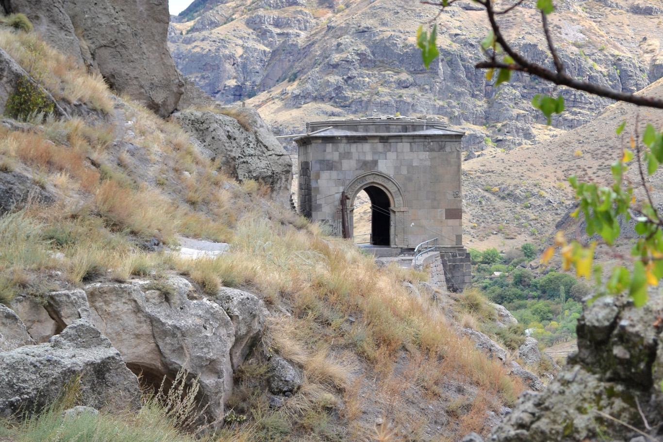 Vardzia - the gate