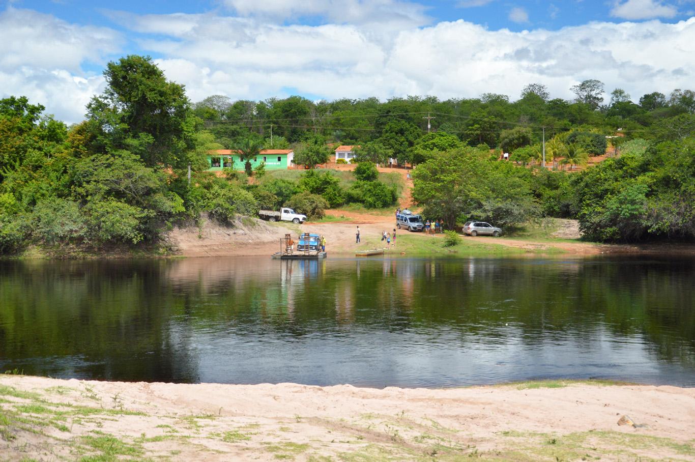 Crossing the Paraguacu River