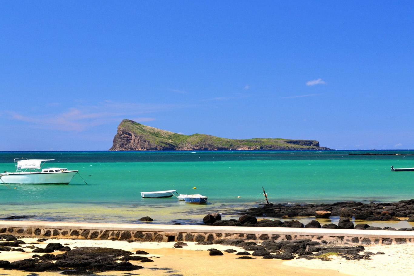Quiet, peaceful beach at Cap Malheureux