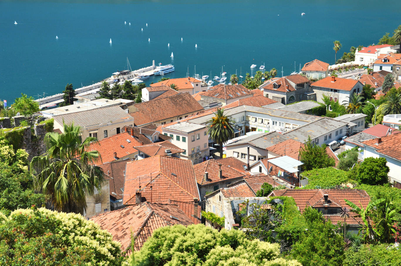 Old Town, the port and the sea