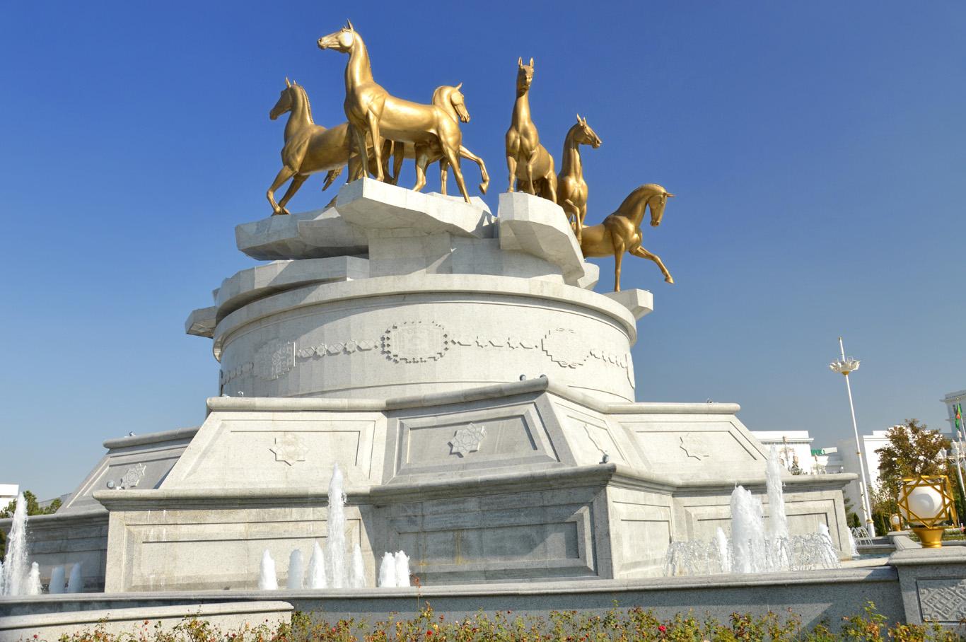 Golden monument of Turkmen horses