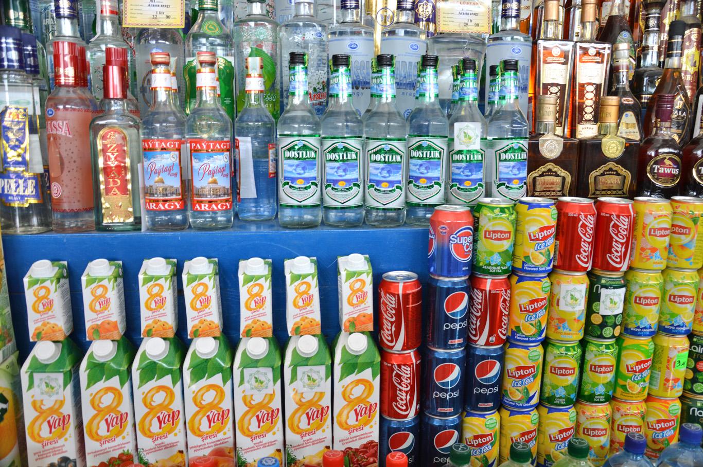 Turkmen drinks in the bazaar