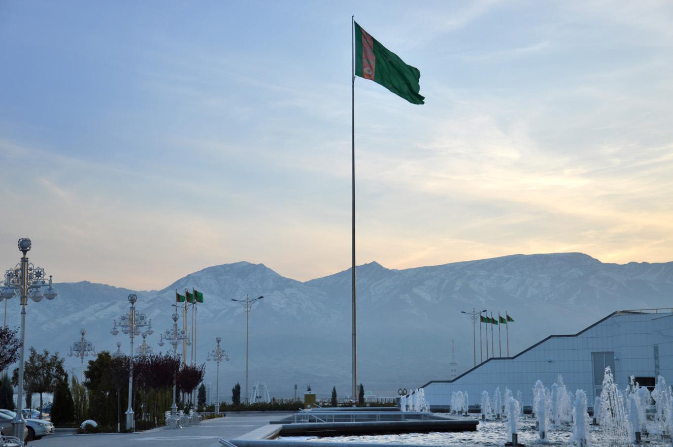 A huge flag pole in front of Bagt Kosgi
