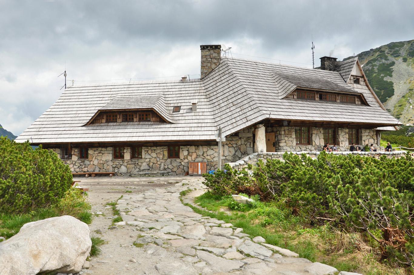 Mountain hostel in Dolina Pie  ciu Stawów