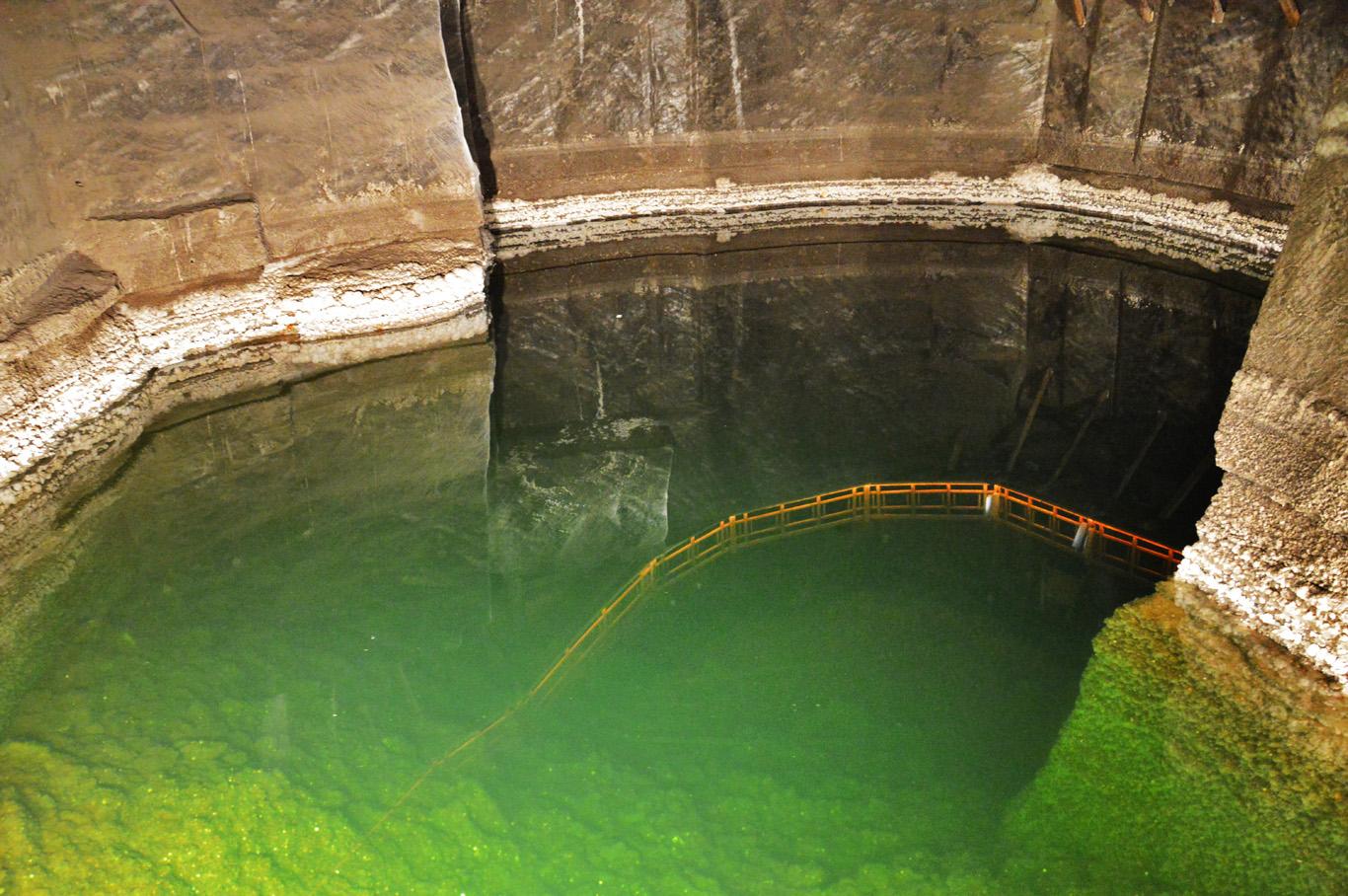 Underground salt lake