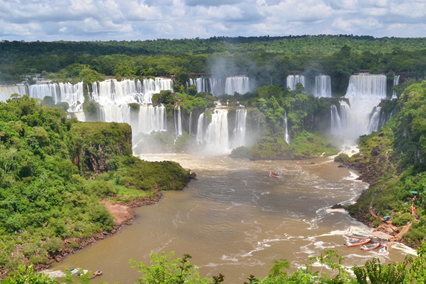 Iguaçu Falls - boats visible on the right