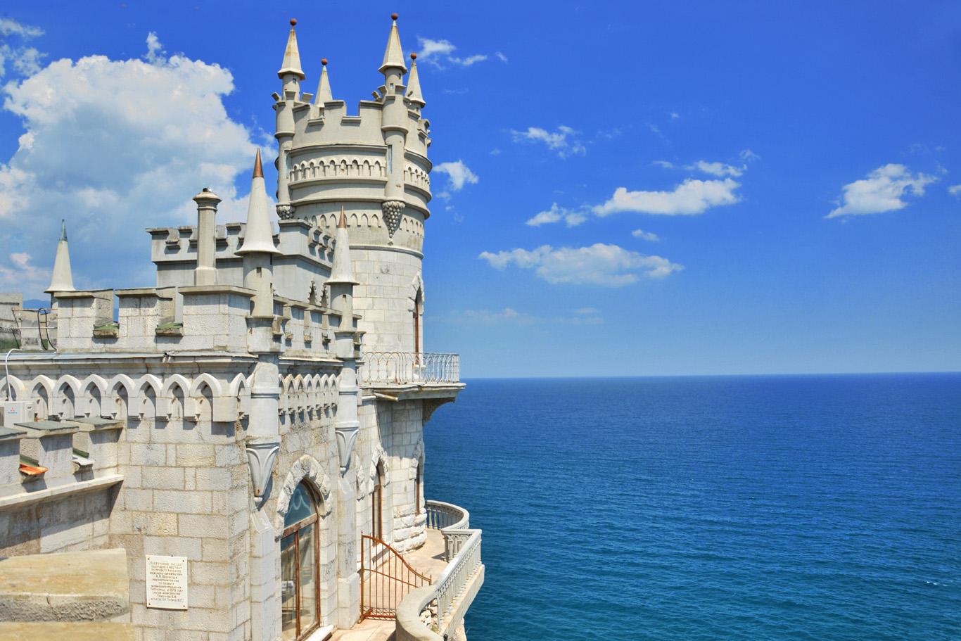 Yalta and The Fairytale Swallow's Nest Castle - Crimea, Ukraine