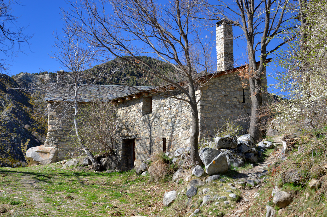 Old stone house on the way
