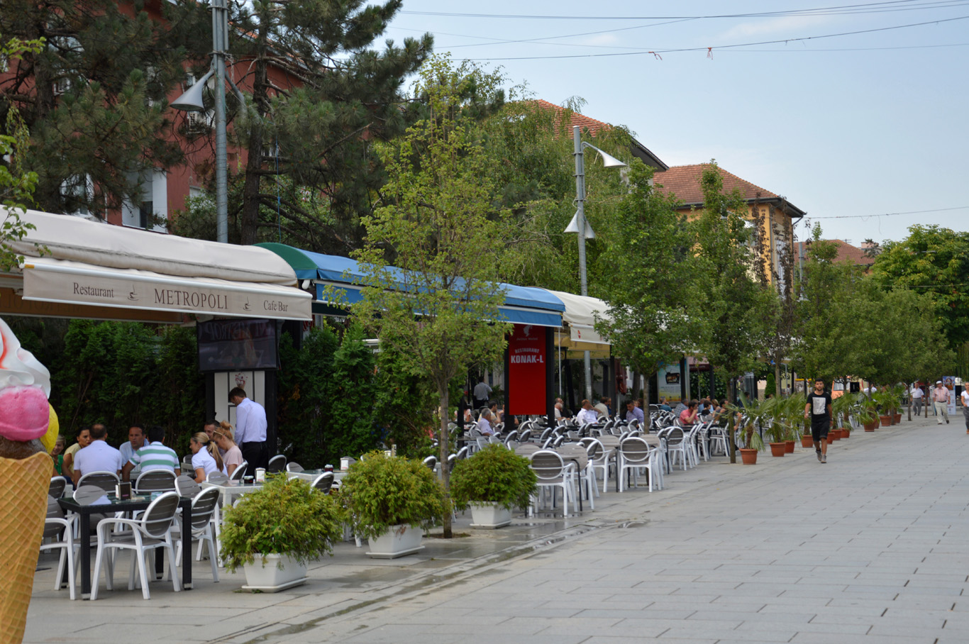Cafes and restaurants - still quiet in the morning
