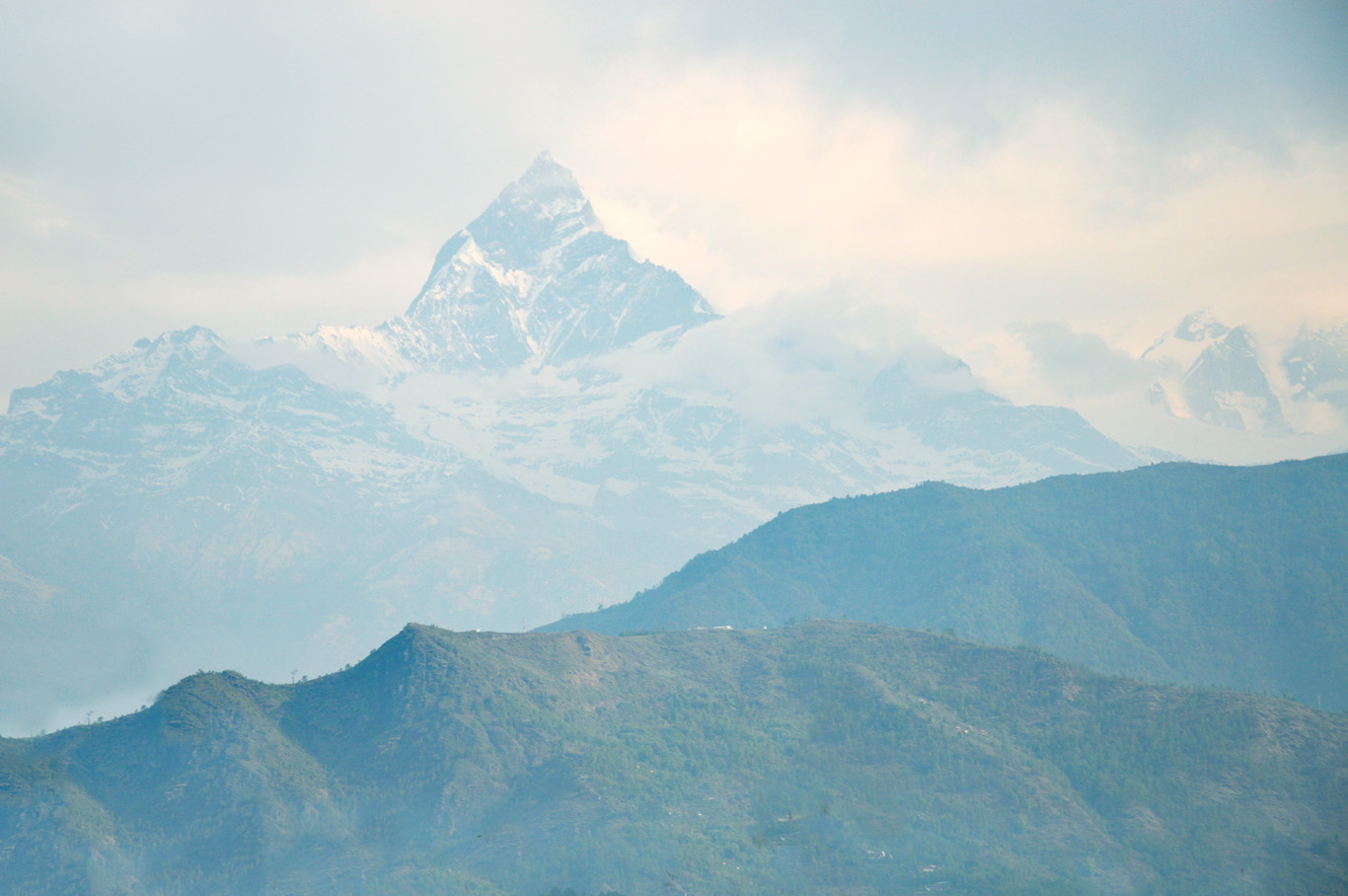 The famous fish tale mountain (nearly 7000 meters above sea level)