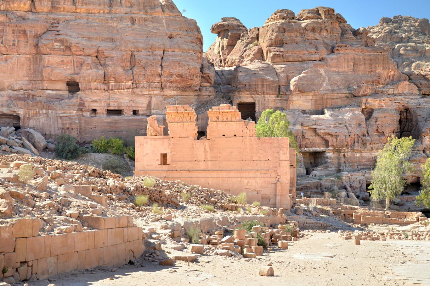 Qasr al-Bint Temple seen from Colonnaded Street