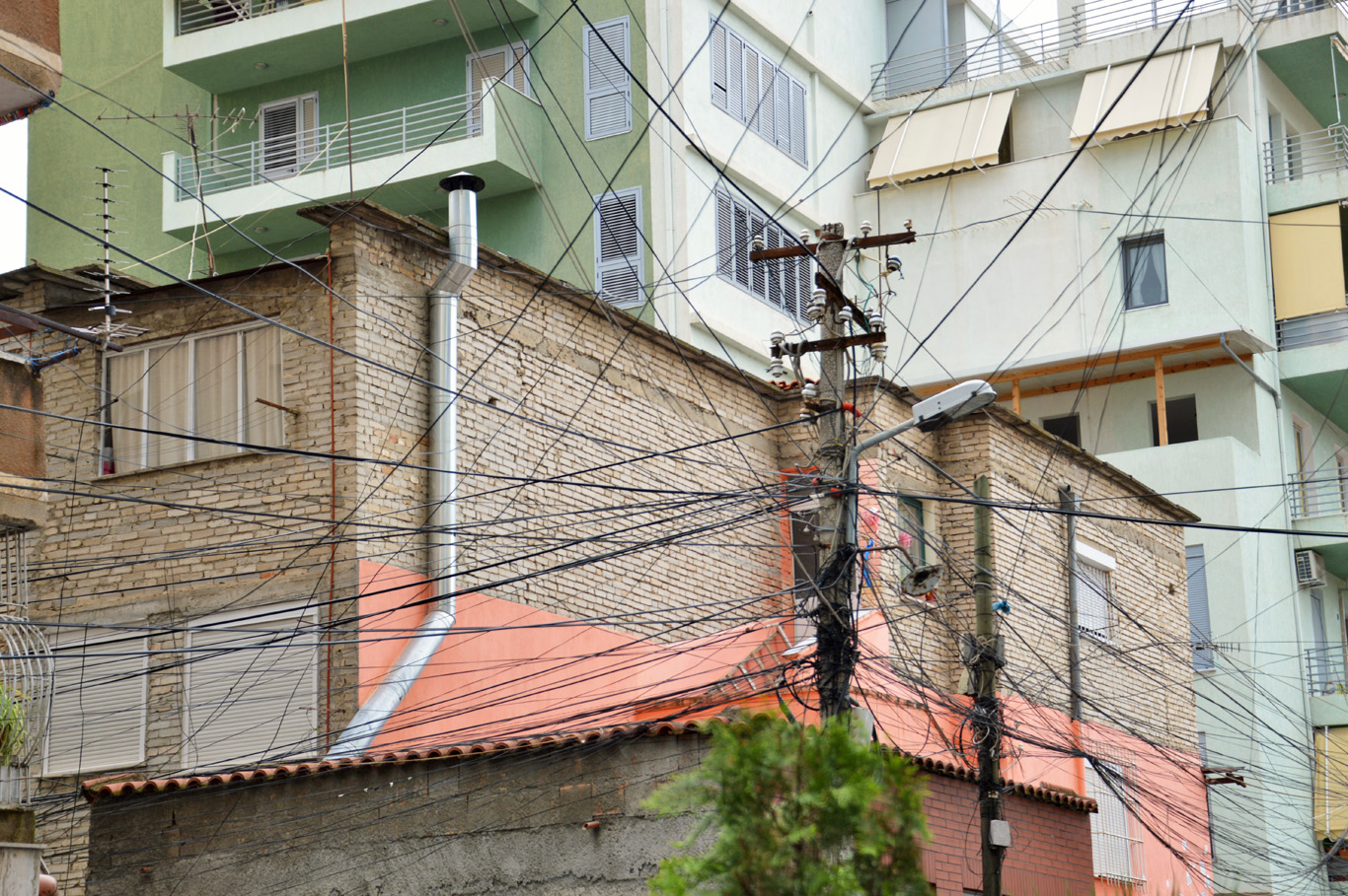 Wires resembling South American cities