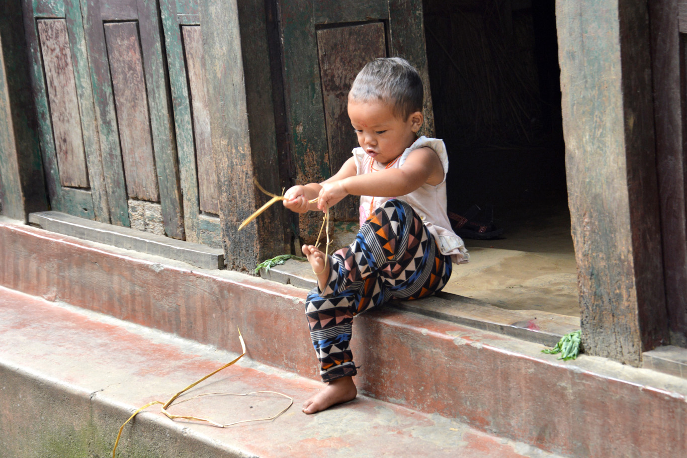 A child playing in Ghorepani