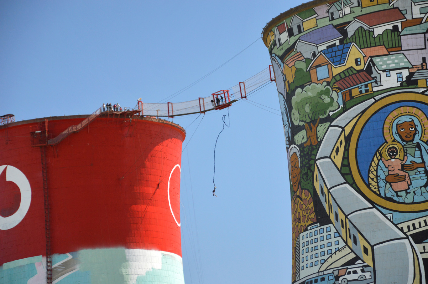Bungee jumping from Orlando Towers
