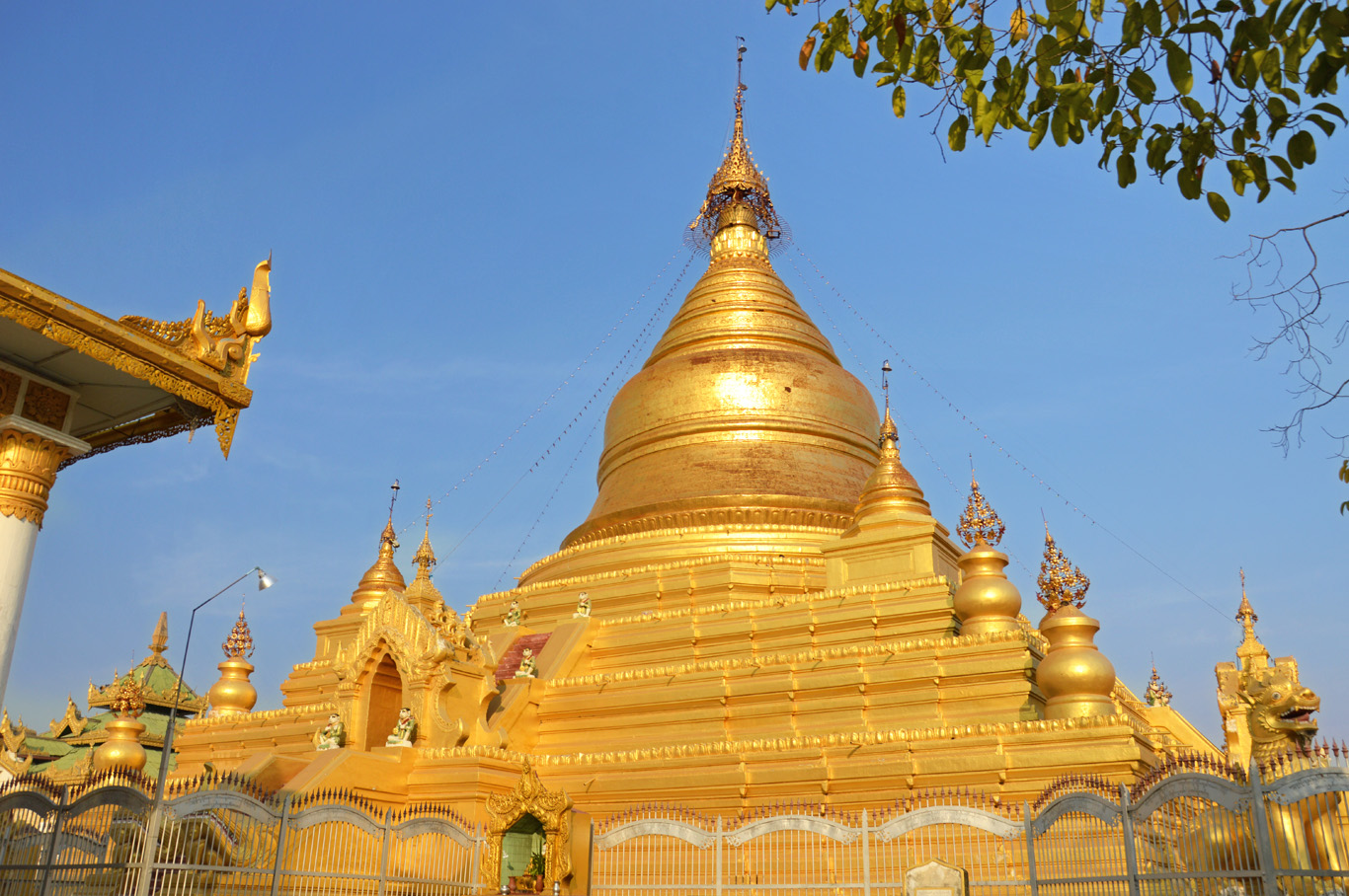 The main stupa in Kuthodaw Pagoda