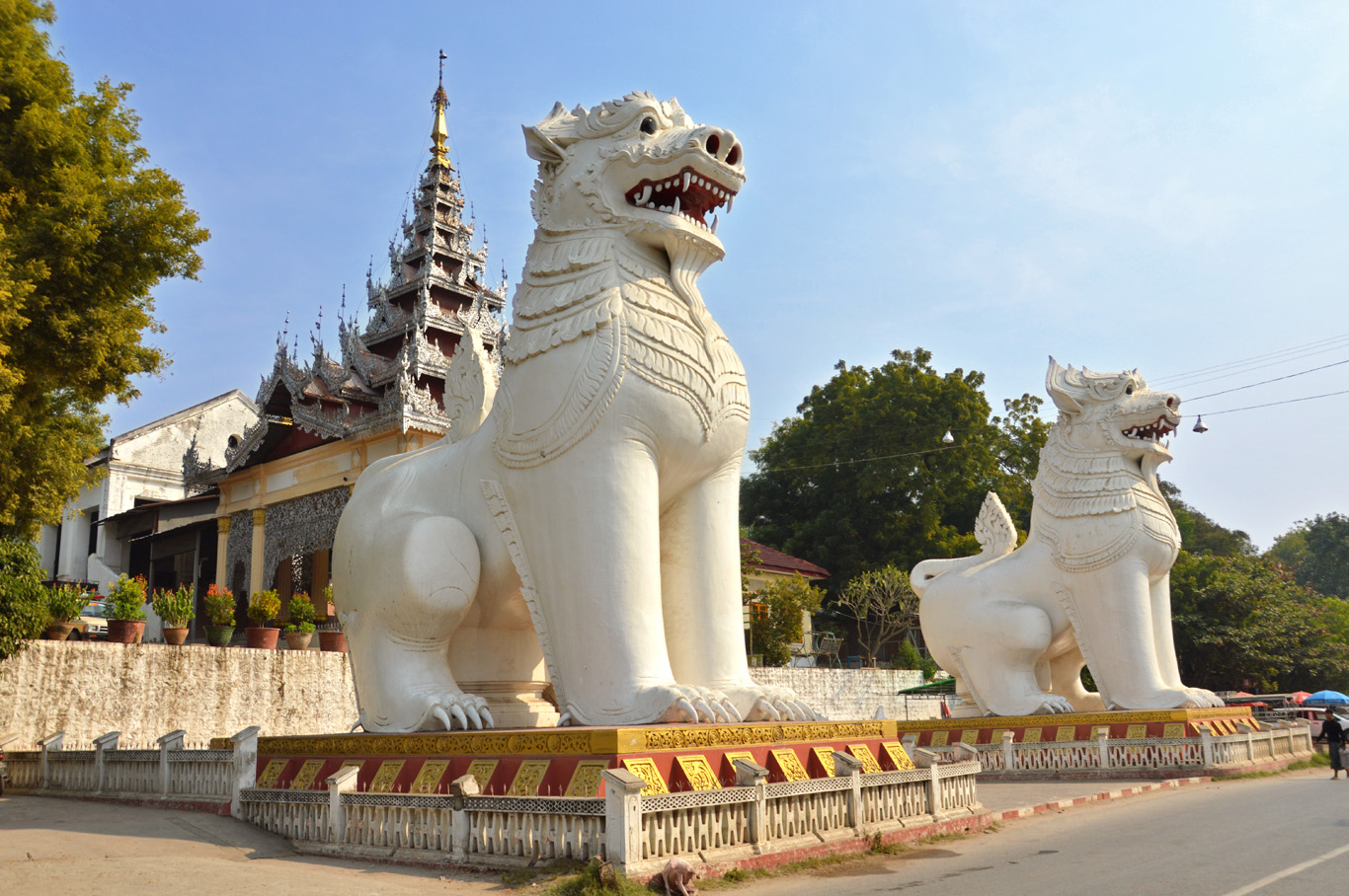 The gate to Mandalay Hill