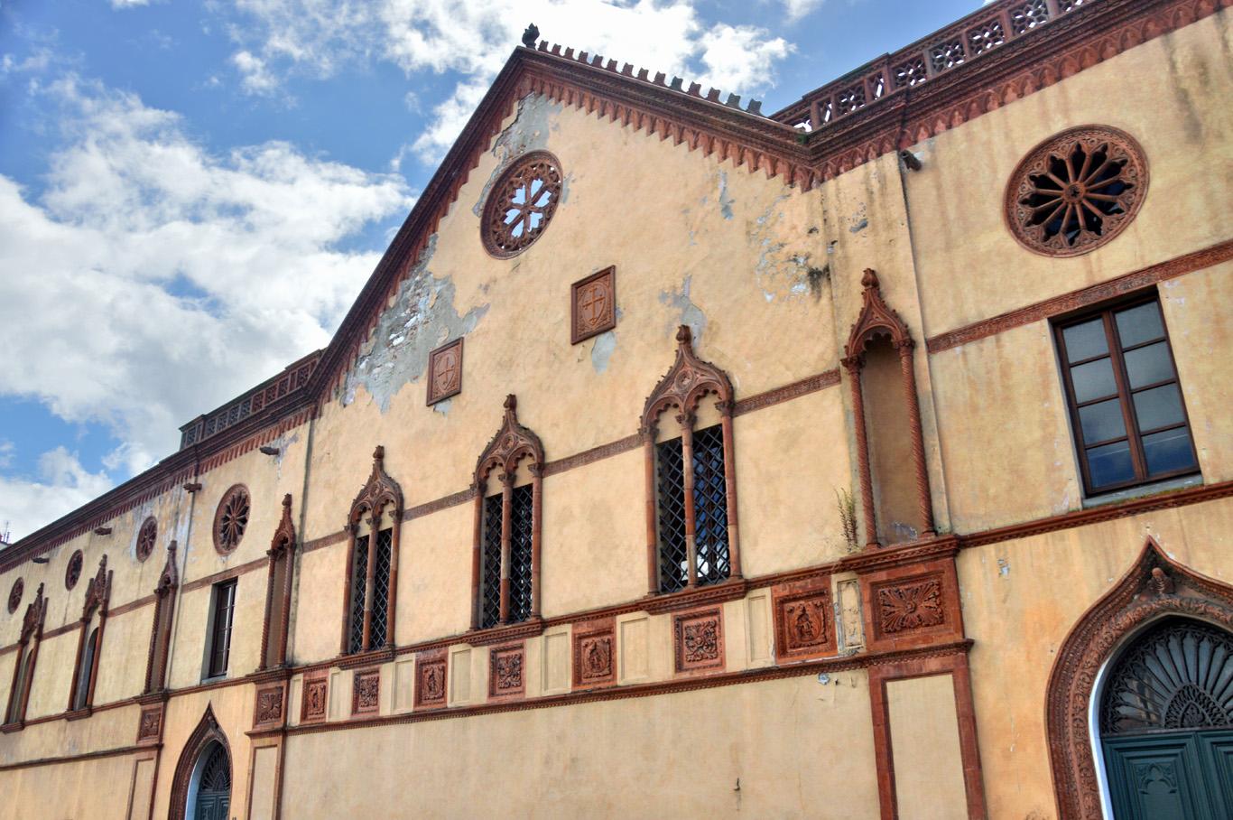 Neglected building in Pisa