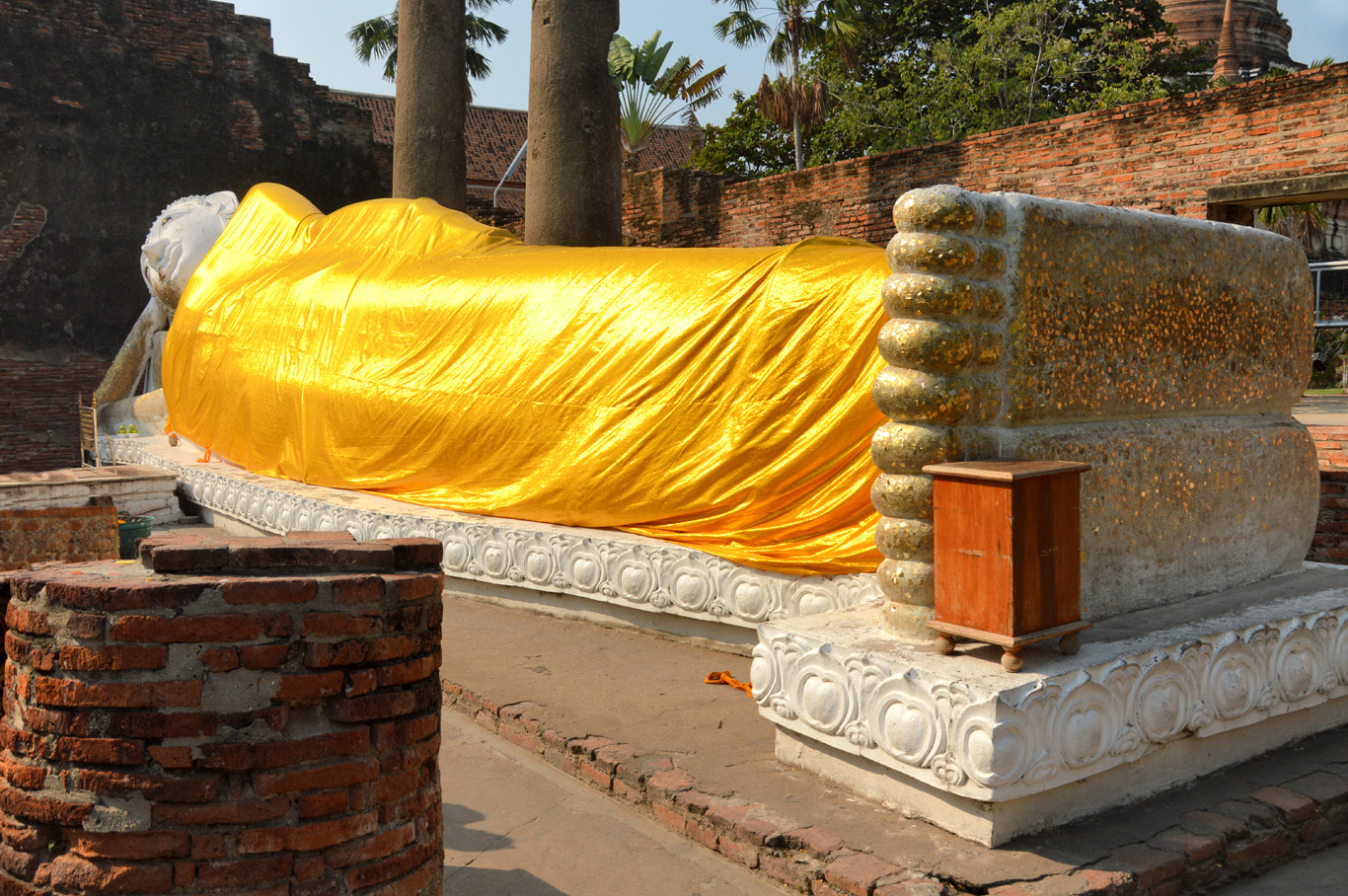 One of the two Reclining Buddha Statues