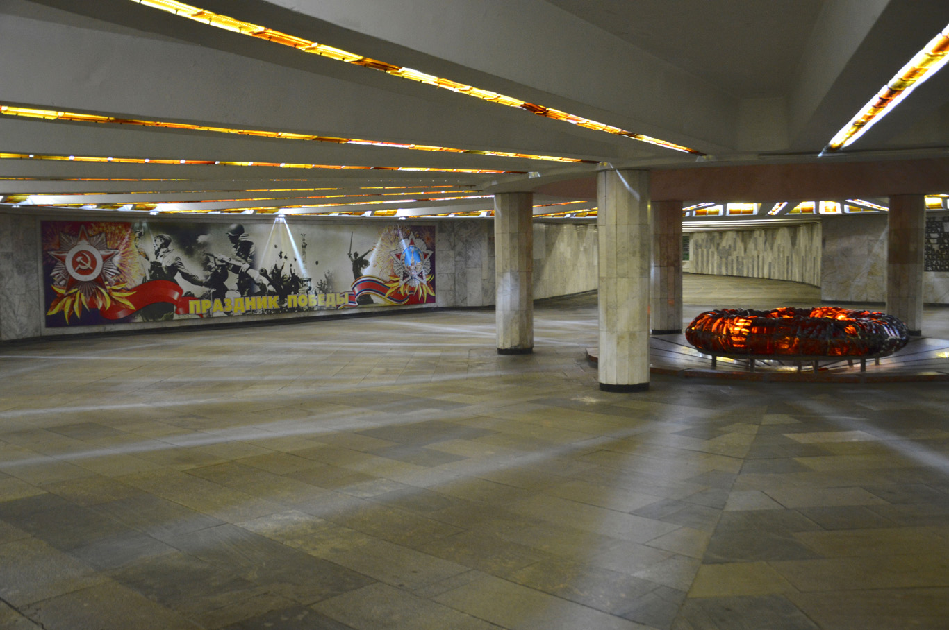 Memorial Hall - metro station Victory Square