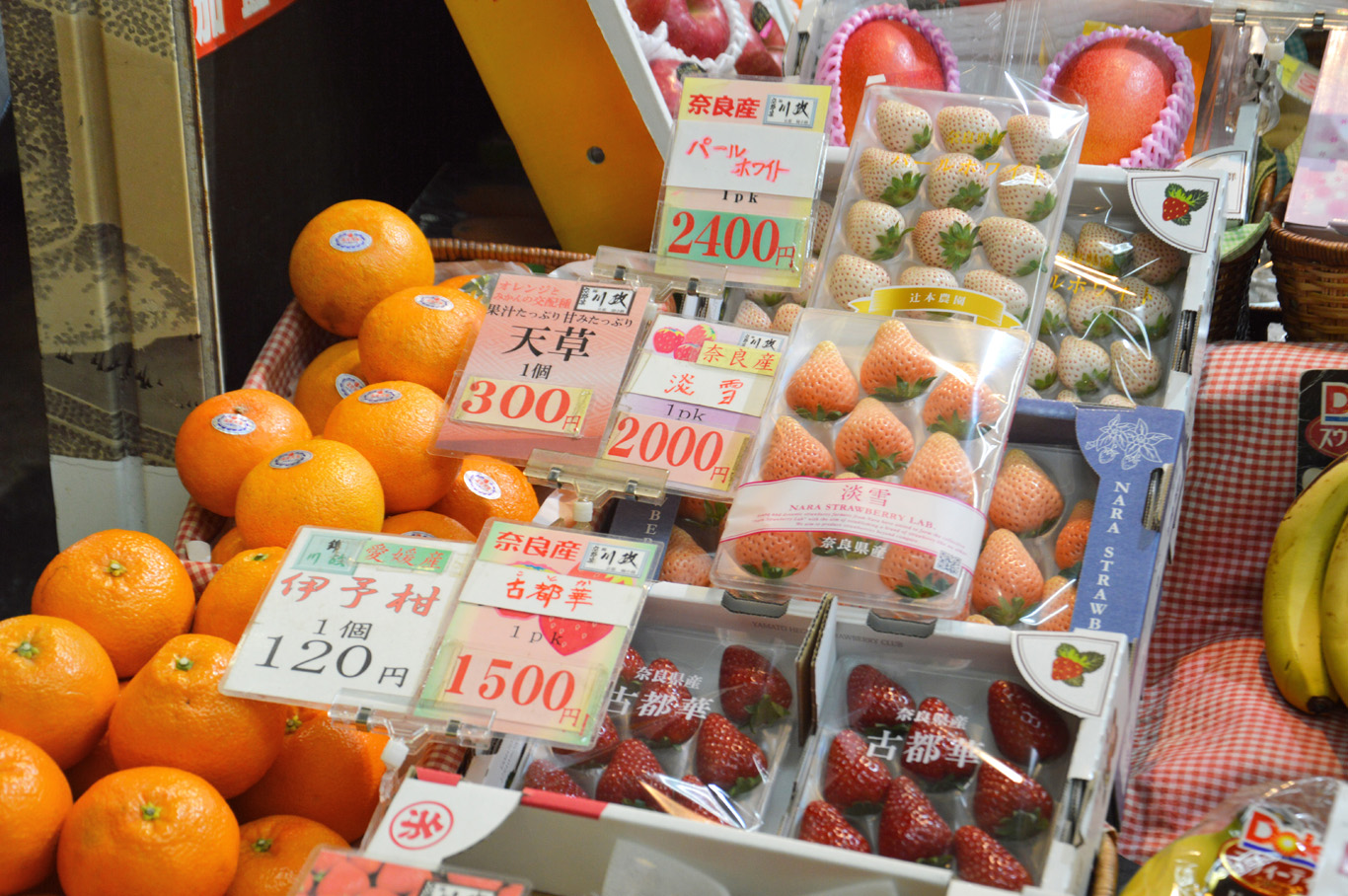 Fruit market in Japan - 8 red strawberries for 14 USD and 12 white strawberries for 22 USD