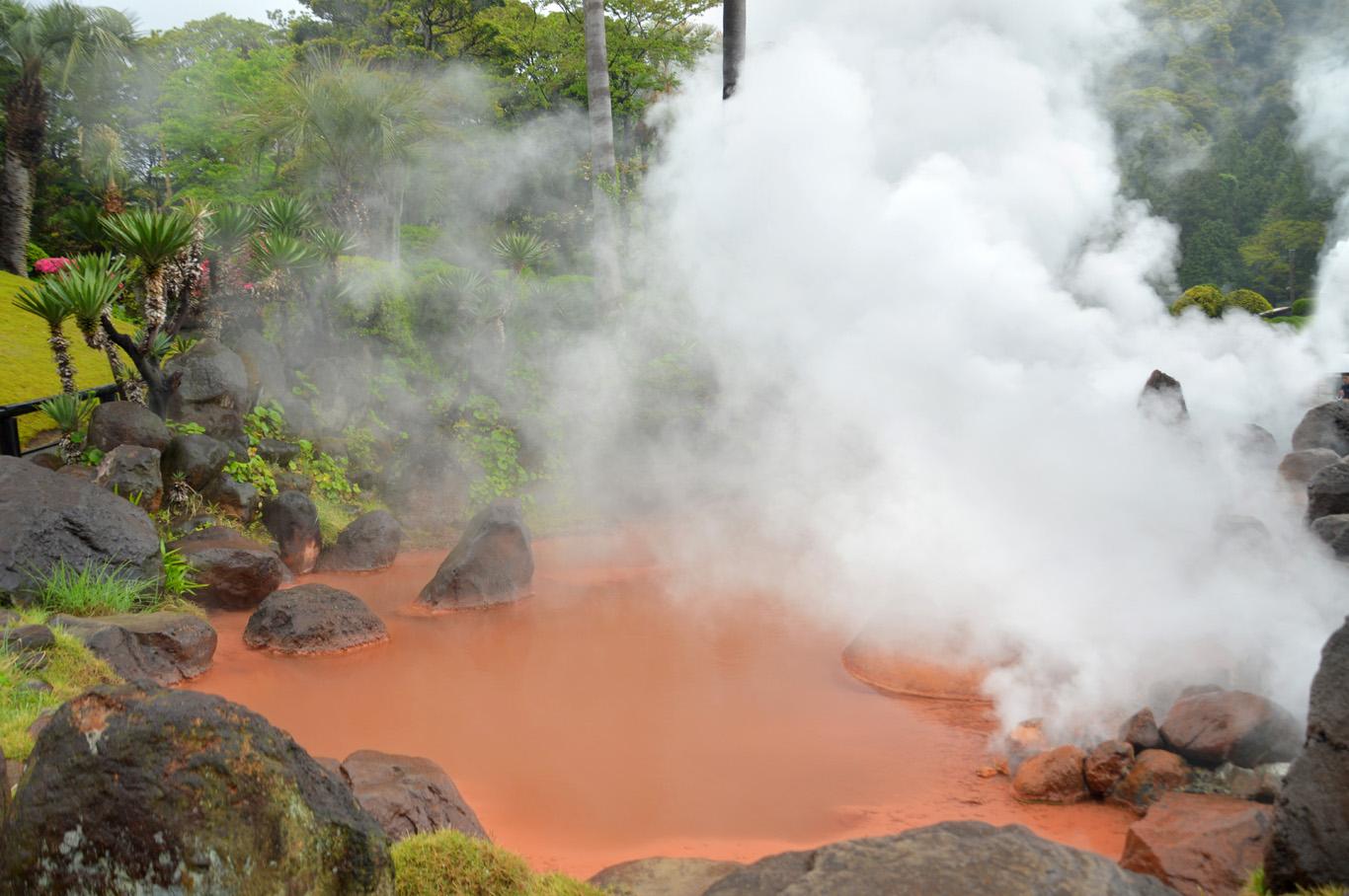 Red pond in Bepu