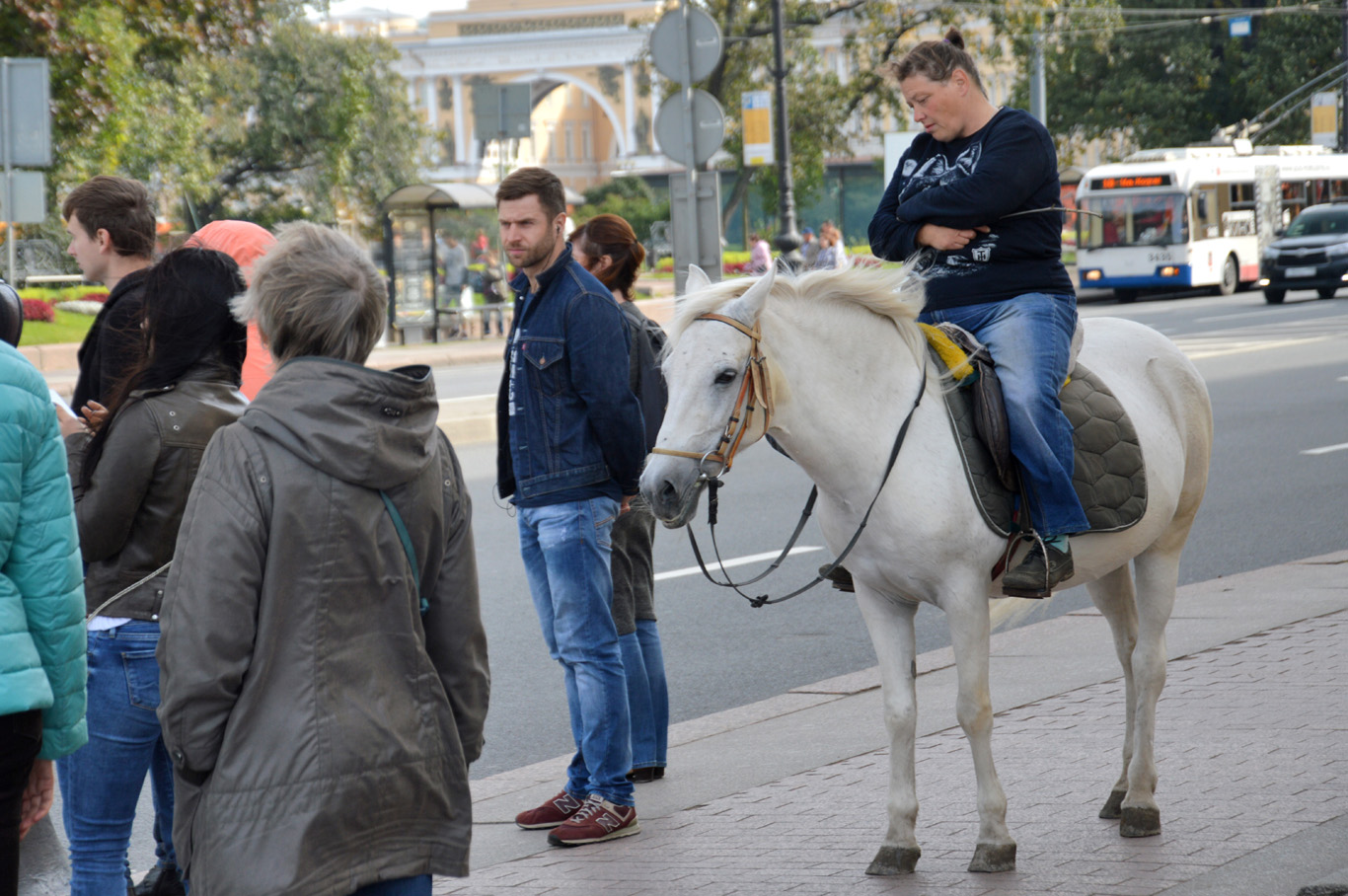 On a horse in the city center - in Russia everything is possible
