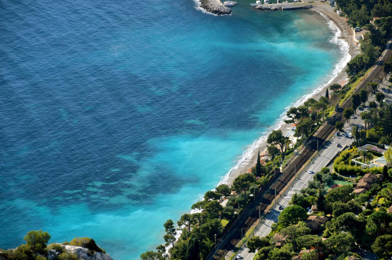 Papaya beach seen from the Nietzsche's footpath