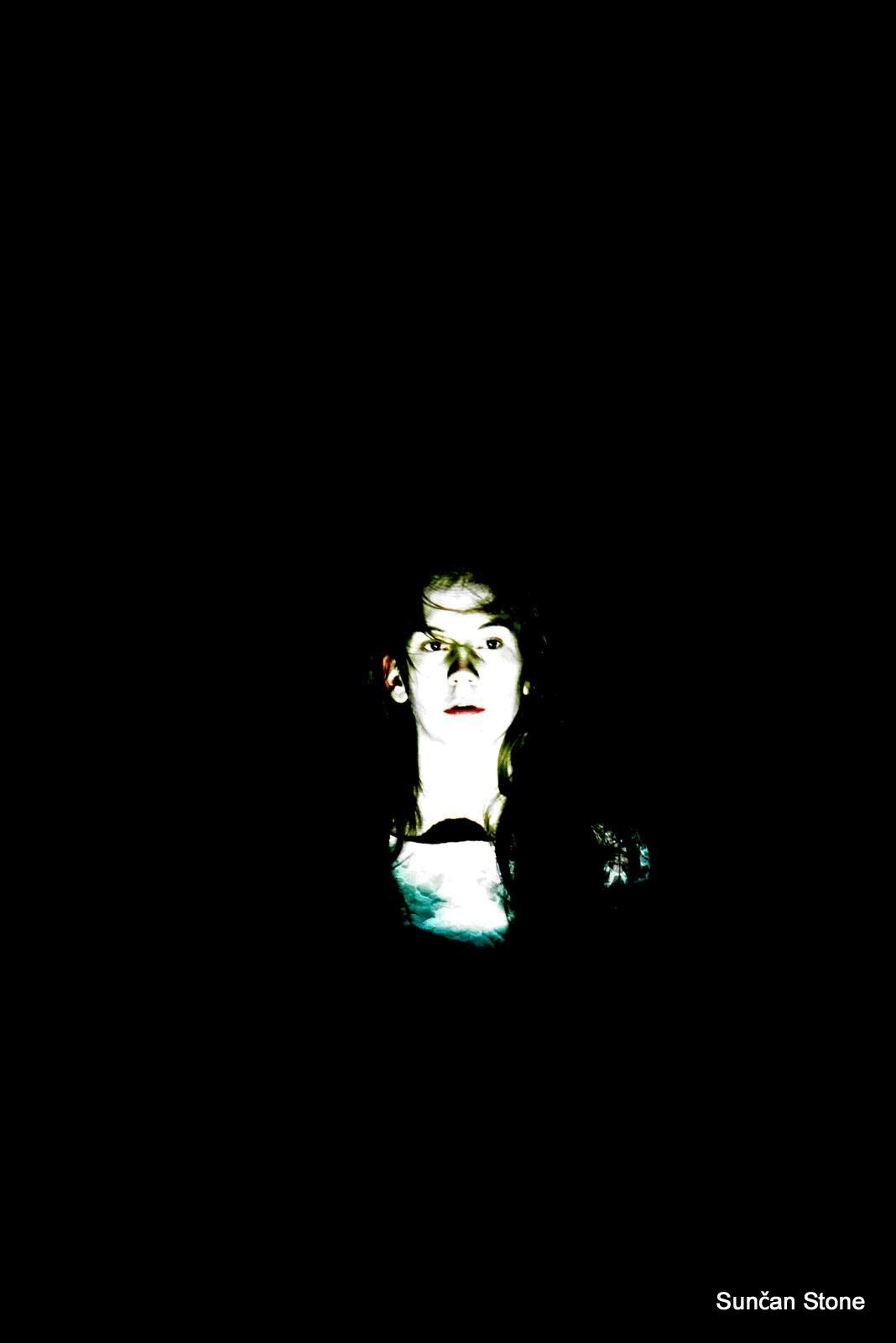perf_nightlife_moderna_S_Anja-bride-face-indark-closeup_2015.png