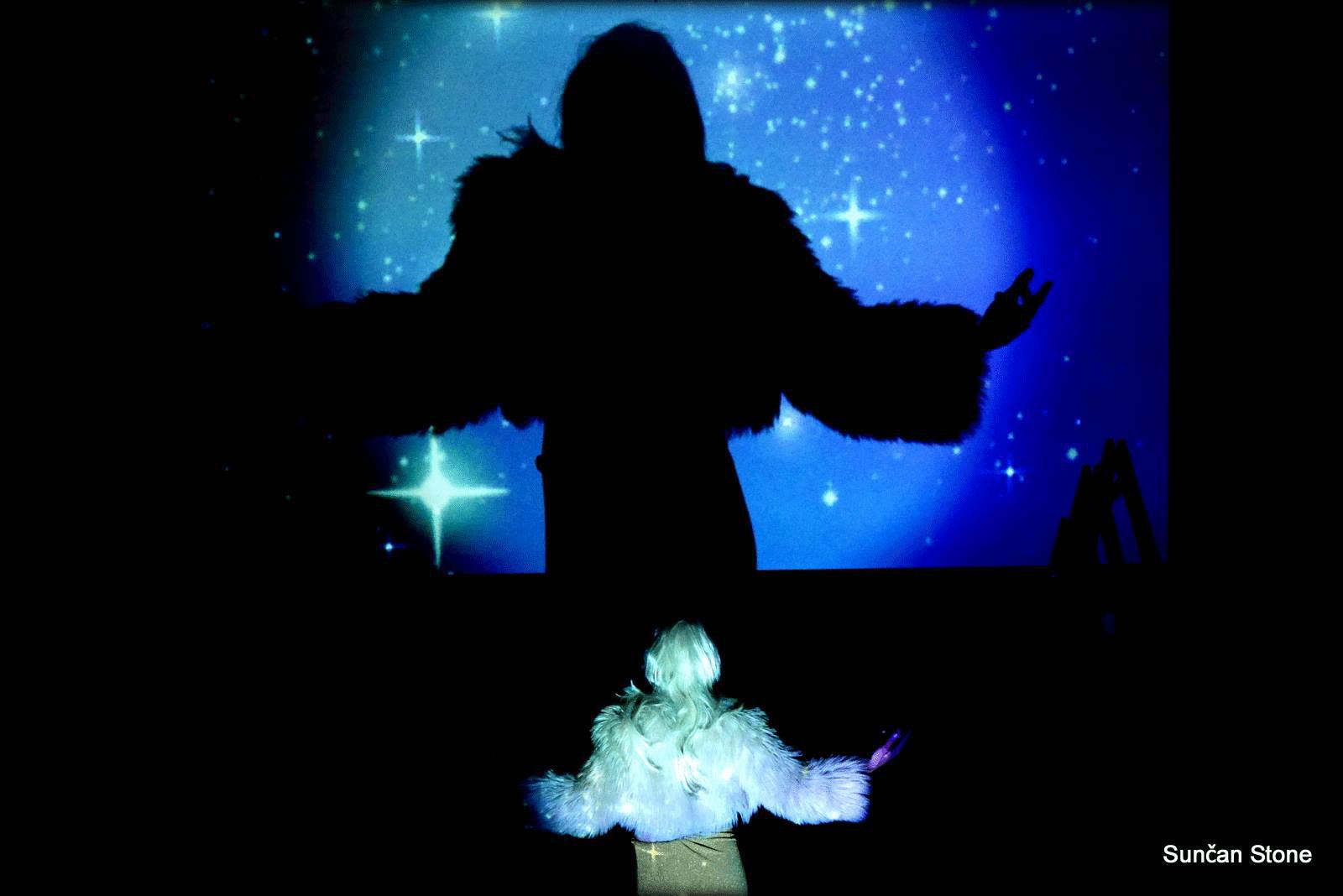 perf_nightlife_moderna_S_Aljaz-princess-wth-stars-screen-back-large_2015.png