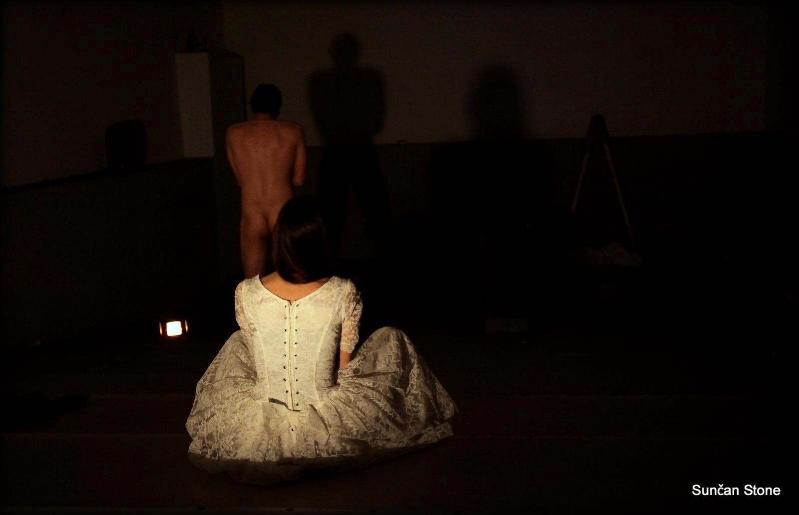 perf_nightlife_moderna_S_Anja-bride-watching-naked-Alj-moyen_2015.png