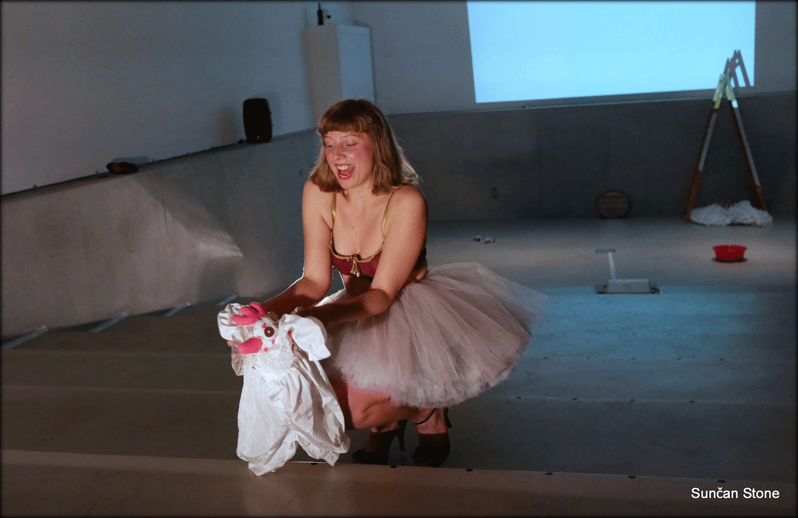 perf_nightlife_moderna_S_babylyn1_-with-baby-singing-laugh-closeup_2015.png