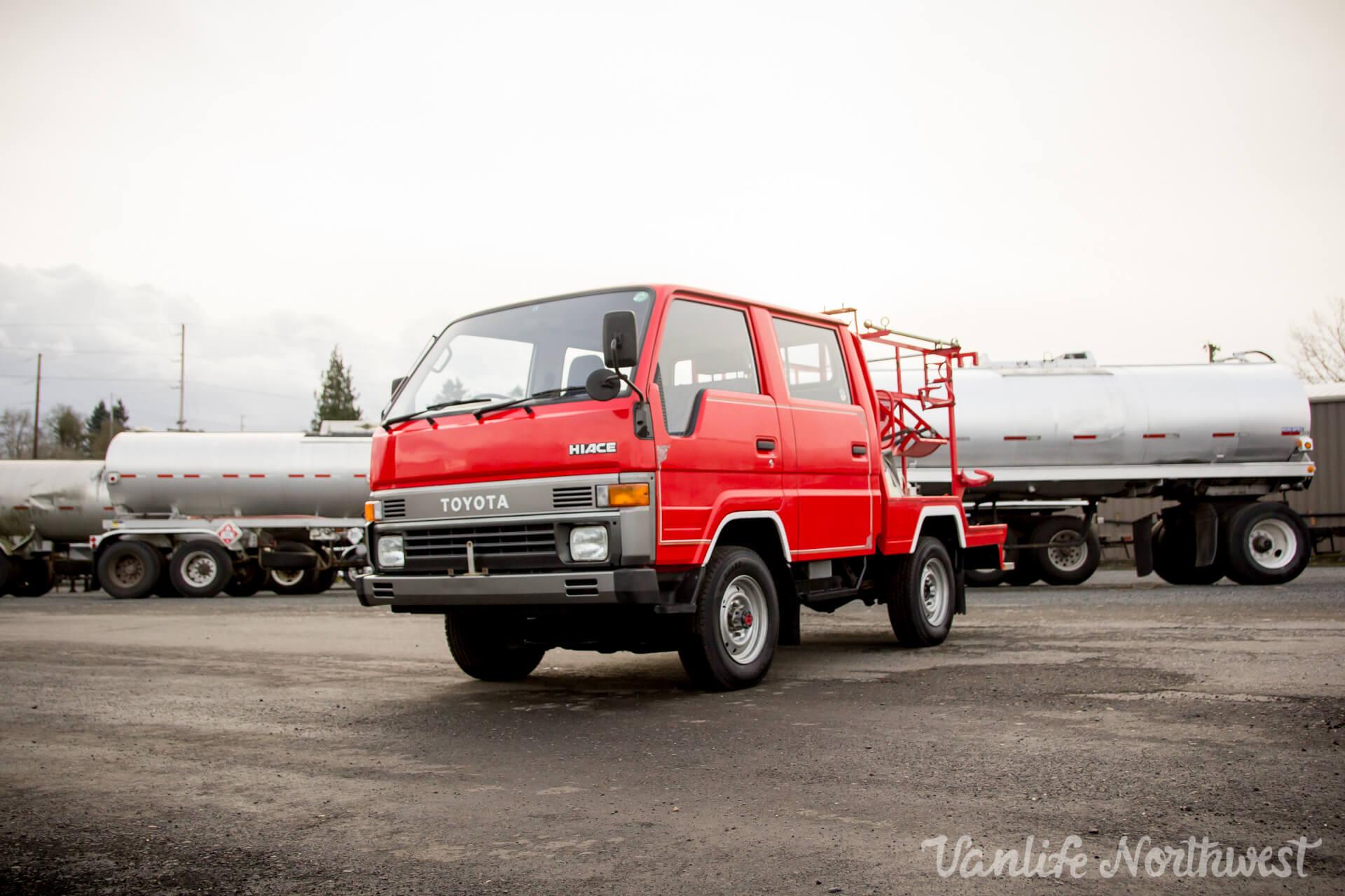 ToyotaHiaceFireTruckLH851990-9.jpg