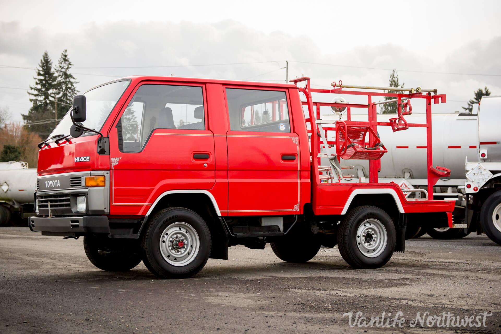 ToyotaHiaceFireTruckLH851990-12.jpg